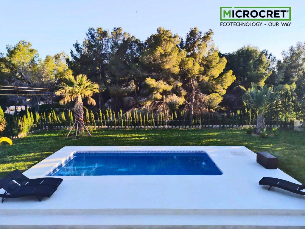 Corona de piscina de microcemento color Blacon